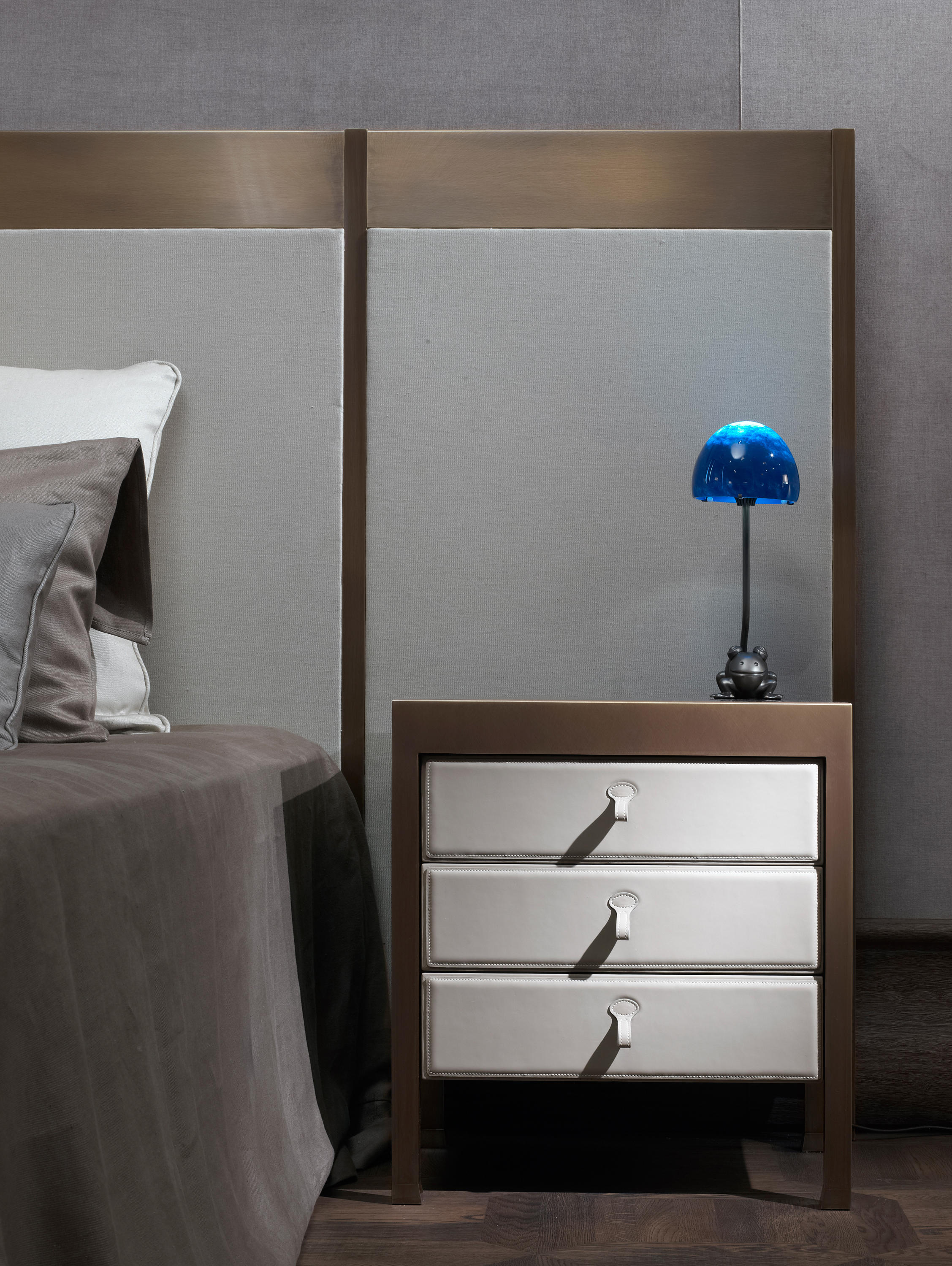 Gong Bedside Table Night Stands From Promemoria Architonic