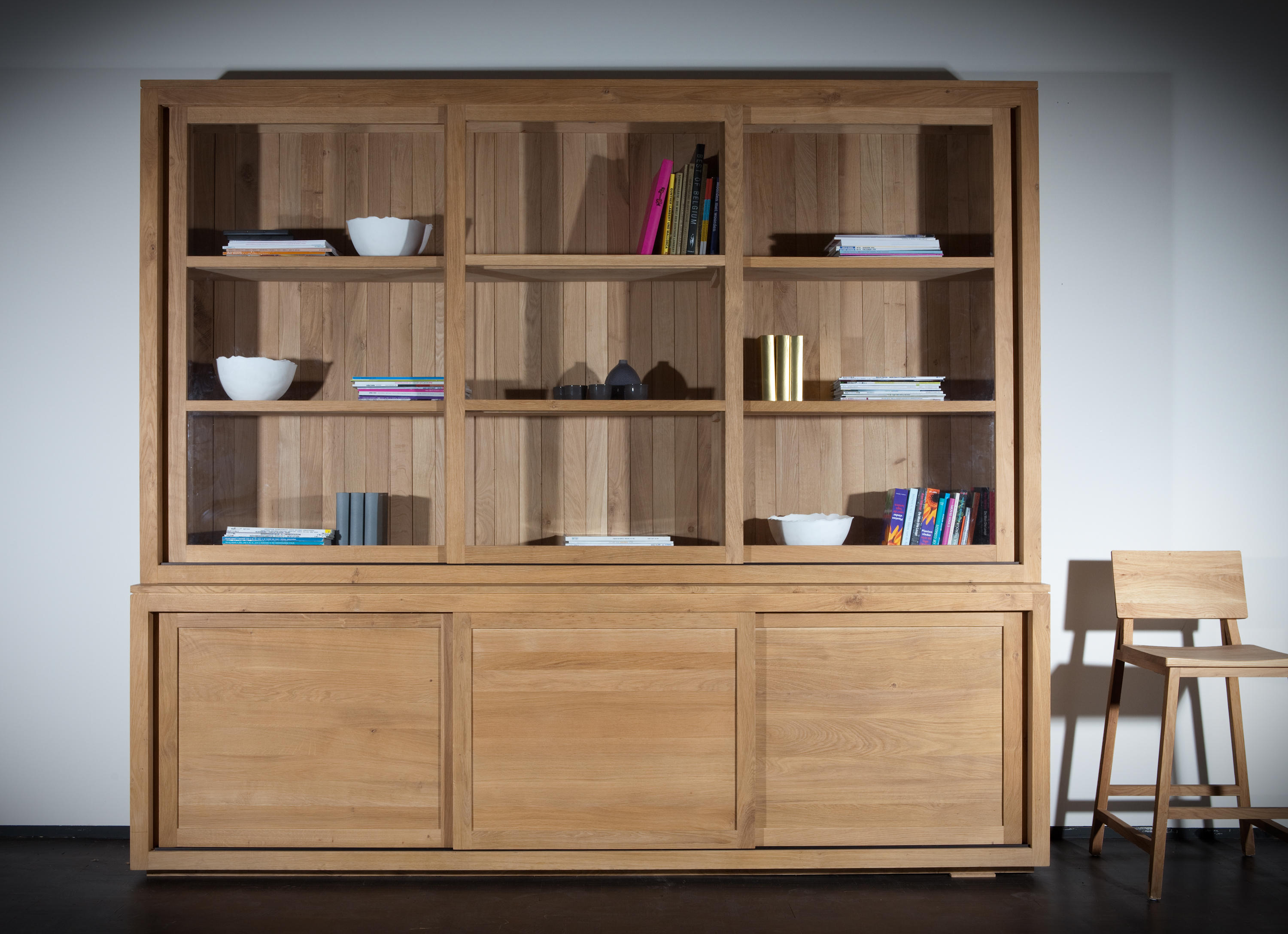 oak pure cupboard top display cabinets from ethnicraft. Black Bedroom Furniture Sets. Home Design Ideas
