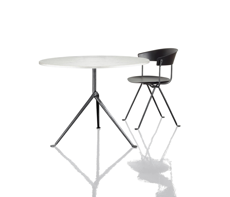 Tavolo con sedie giardino dwg for Arredo bar dwg