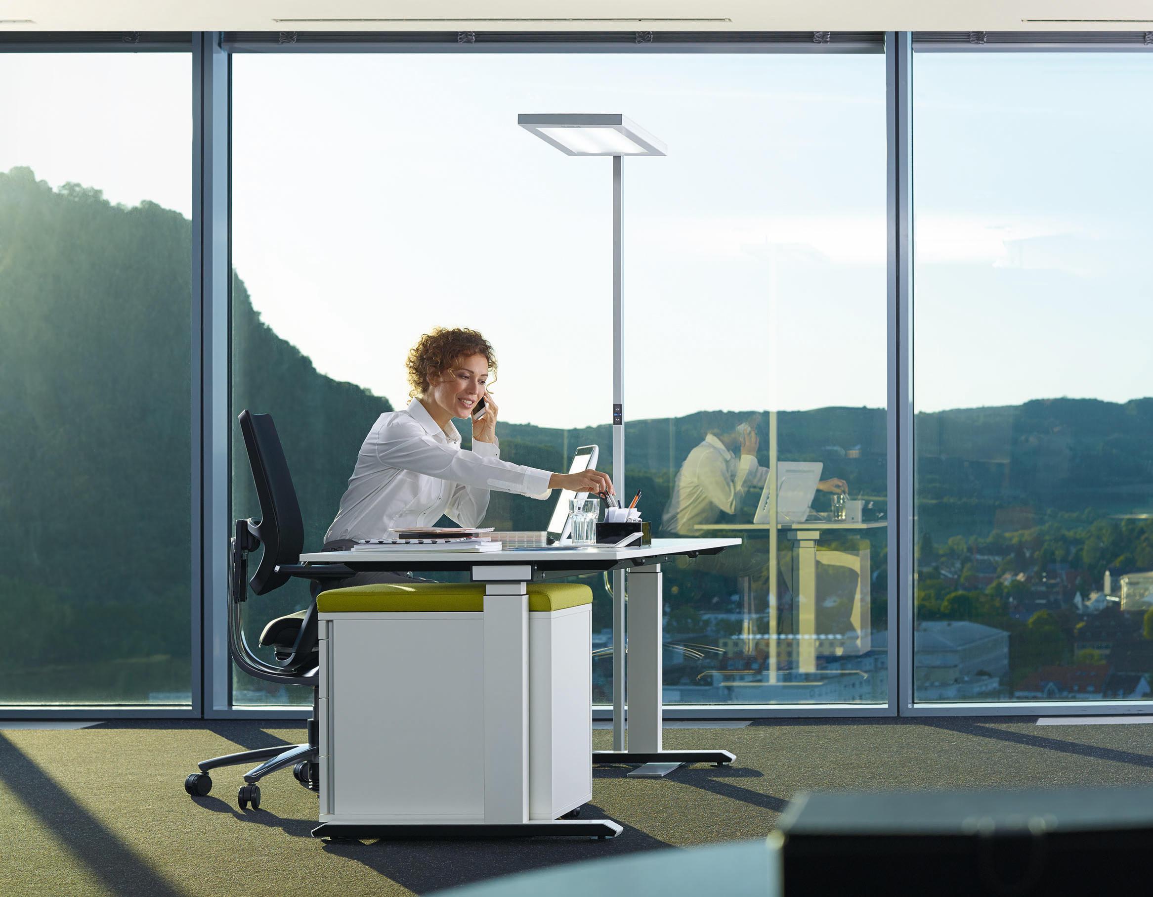 lavigo pulse vtl stehleuchte arbeitsplatzleuchten von h waldmann architonic. Black Bedroom Furniture Sets. Home Design Ideas