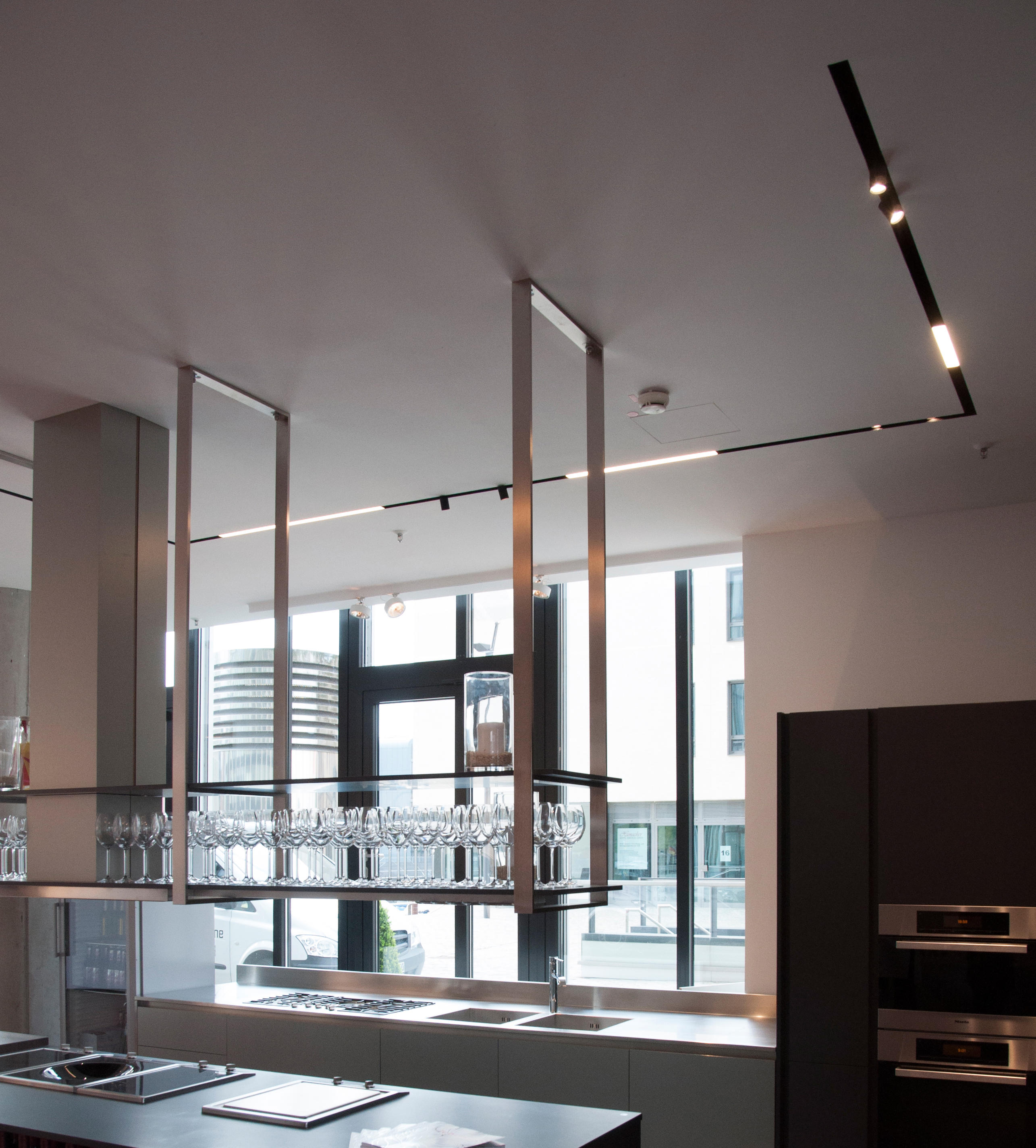 THE RUNNING MAGNET - Circuit track systems from Flos ...