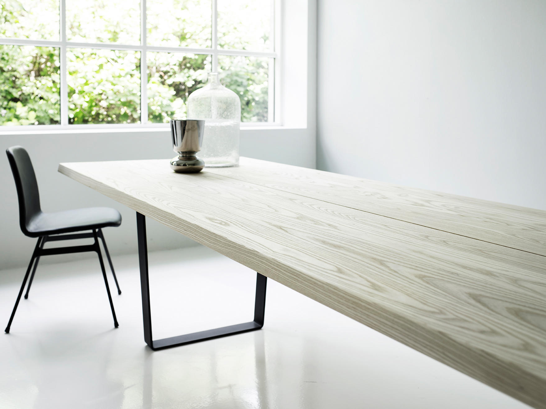 Lowlight table restaurant tables from dk3 architonic for Table 300 cm