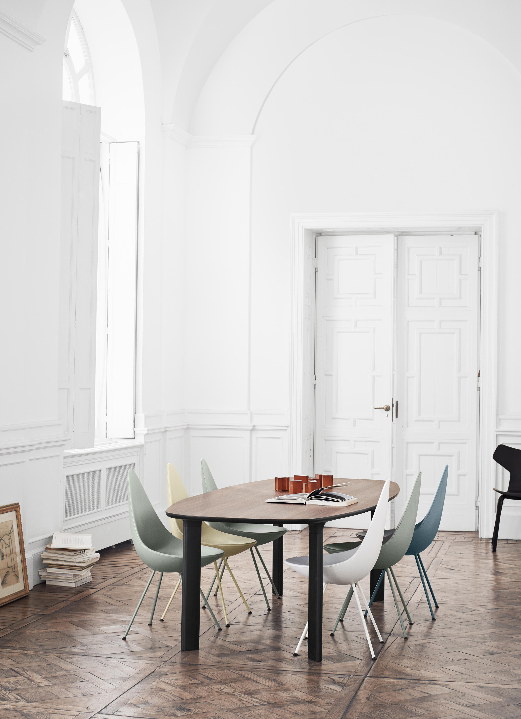 analog jh63 dining tables from fritz hansen architonic. Black Bedroom Furniture Sets. Home Design Ideas