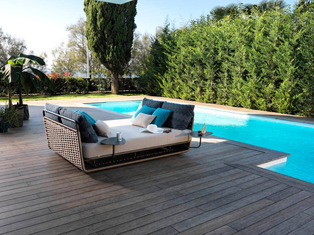 Portofino 9770 swing swings from roberti rattan architonic for Outdoor pool daybeds