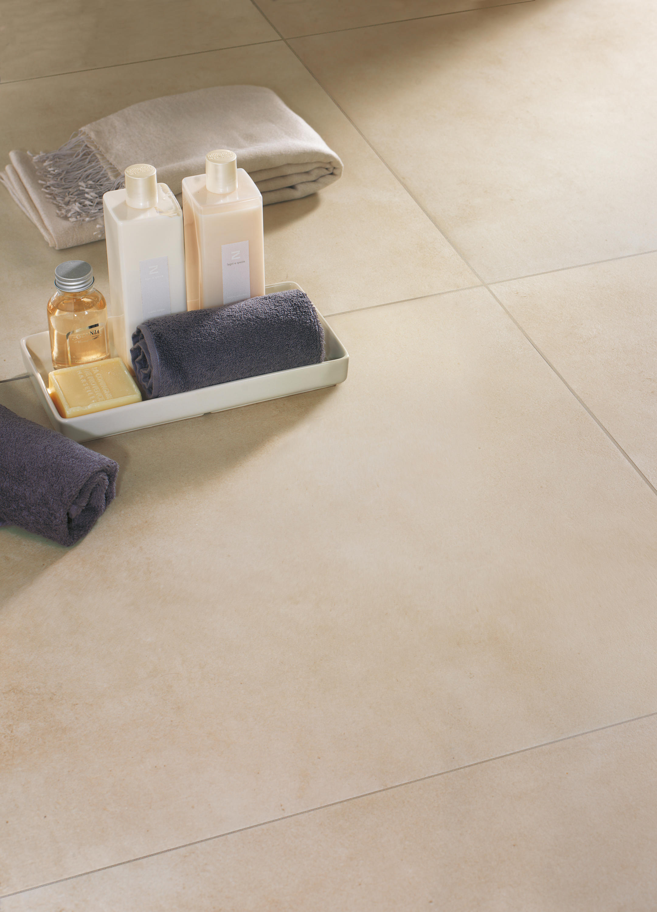 Fliese betonoptik awesome fr wnde fr bden london roca for Linoleum betonoptik