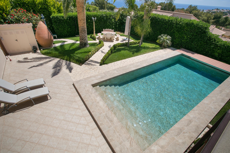 Mikonos baldosas antideslizantes de ceramica mayor for Piastrelle per interno piscina