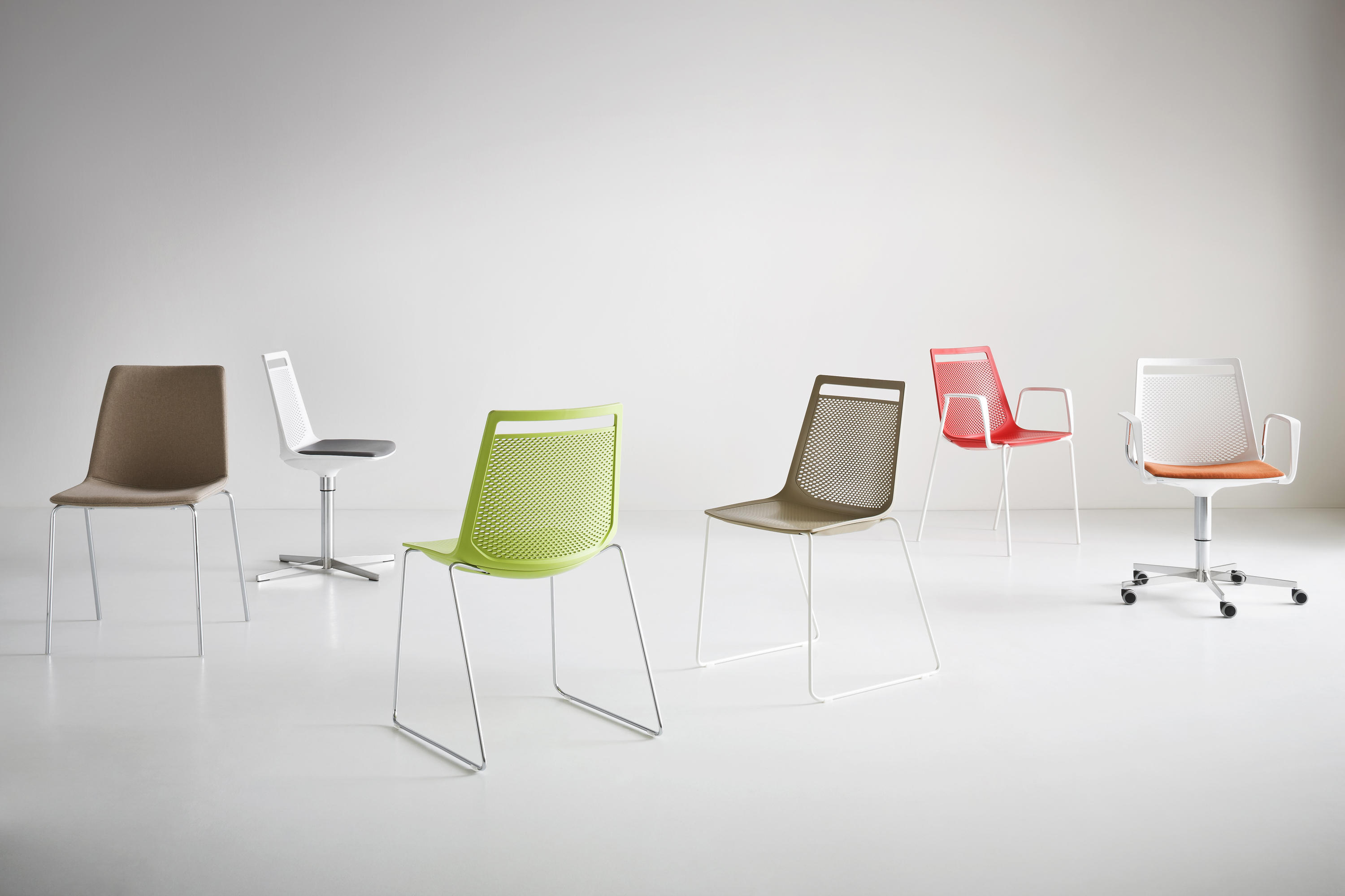 Akami 5r office chairs from gaber architonic for Sedie fenice design