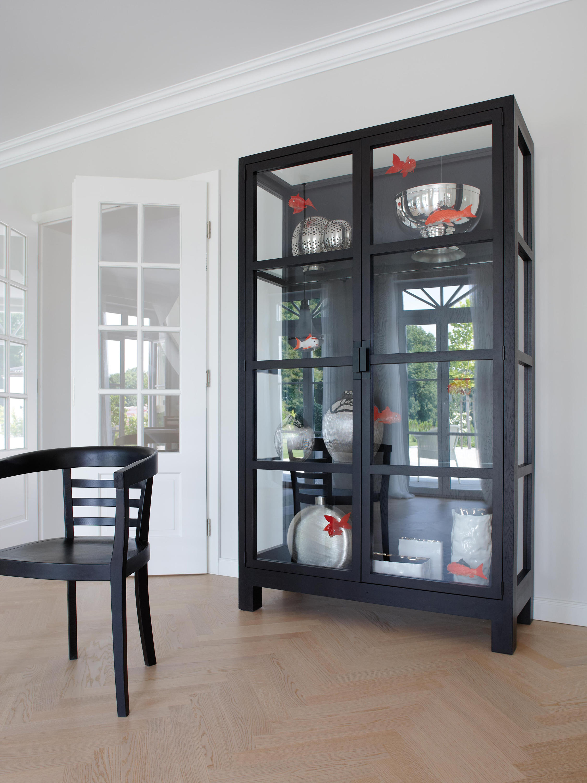 vista vitrinenschrank schauk sten vitrinen von lambert architonic. Black Bedroom Furniture Sets. Home Design Ideas