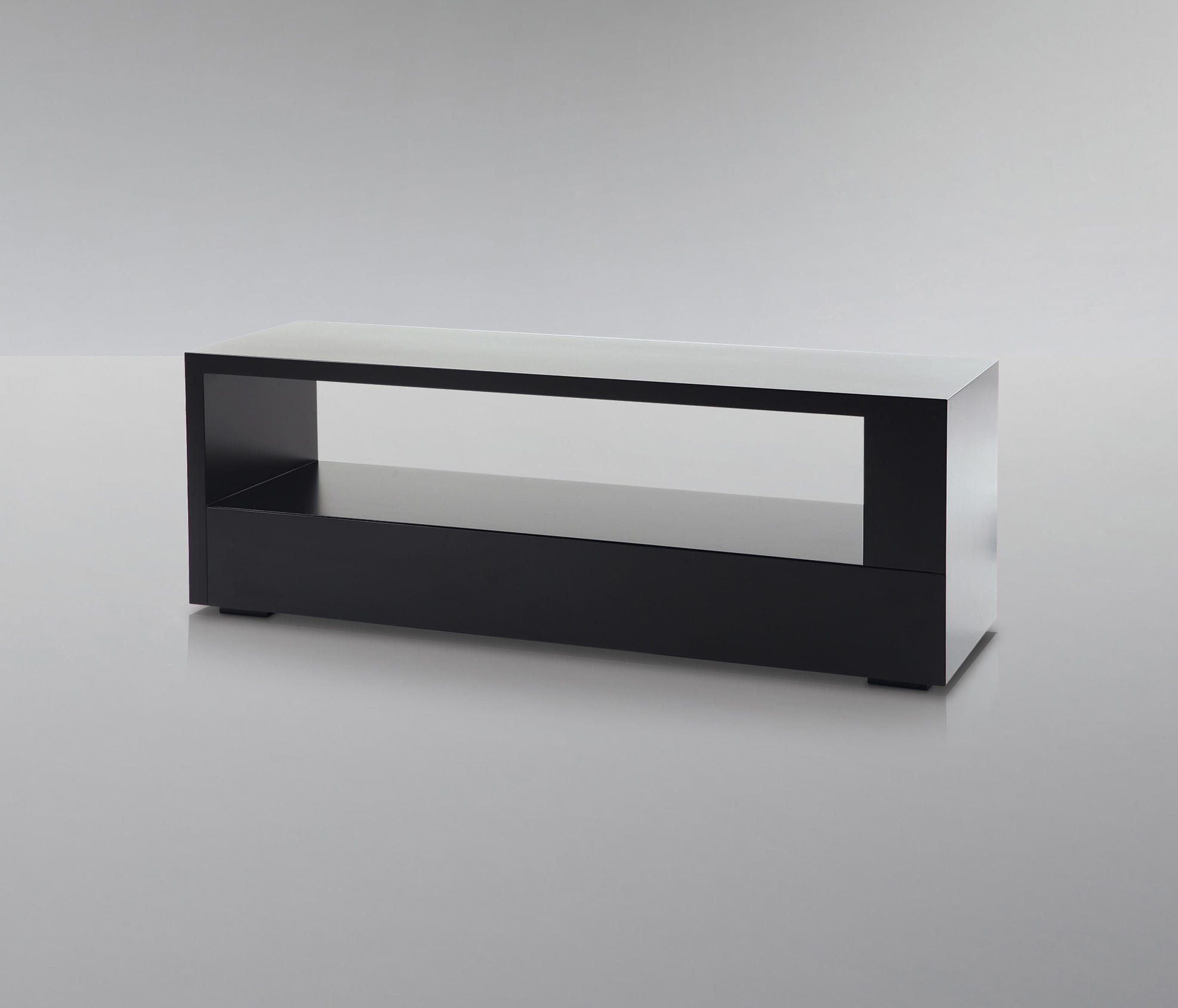 decoration bout de lit city bancs de treca interiors paris architonic. Black Bedroom Furniture Sets. Home Design Ideas