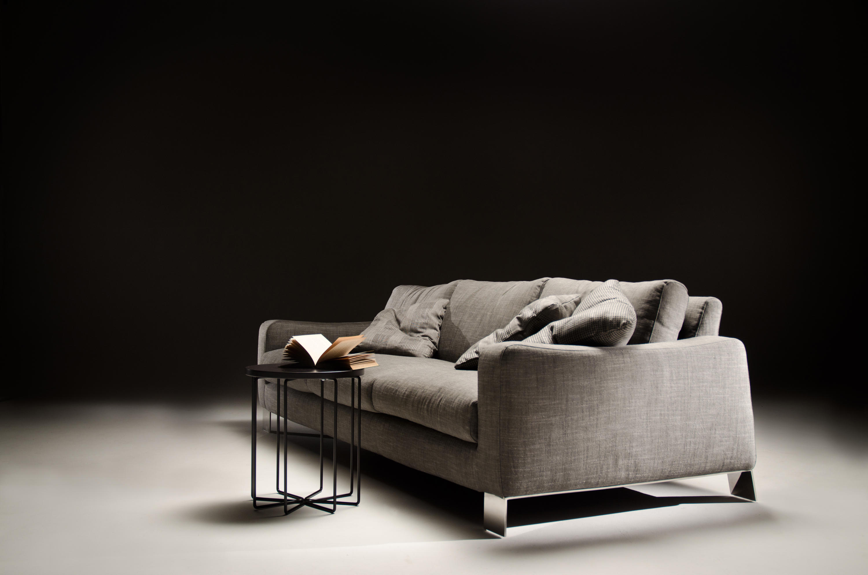 dolcemaro sofa leather lounge sofas from loop co architonic