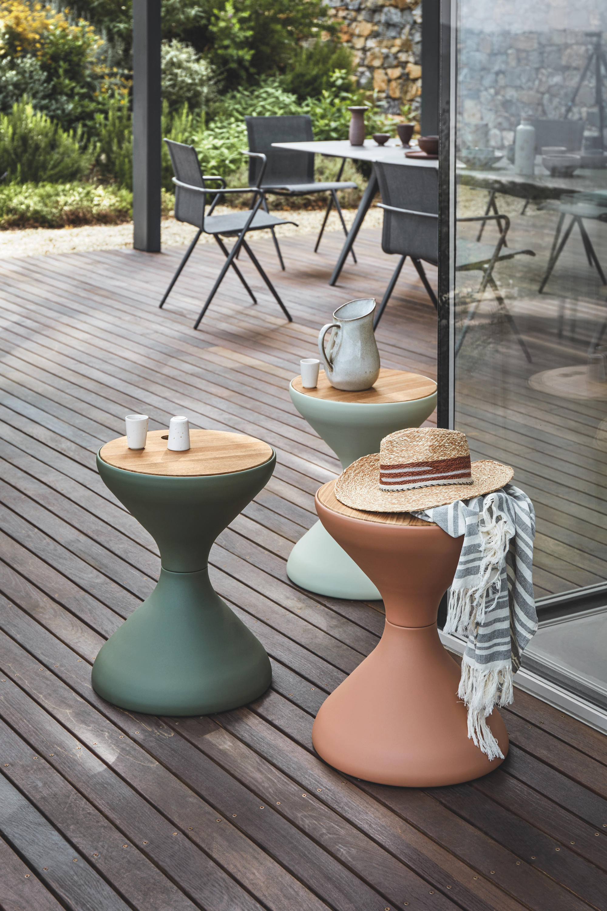 BELLS SIDE TABLE - Mesas auxiliares de Gloster Furniture GmbH ...