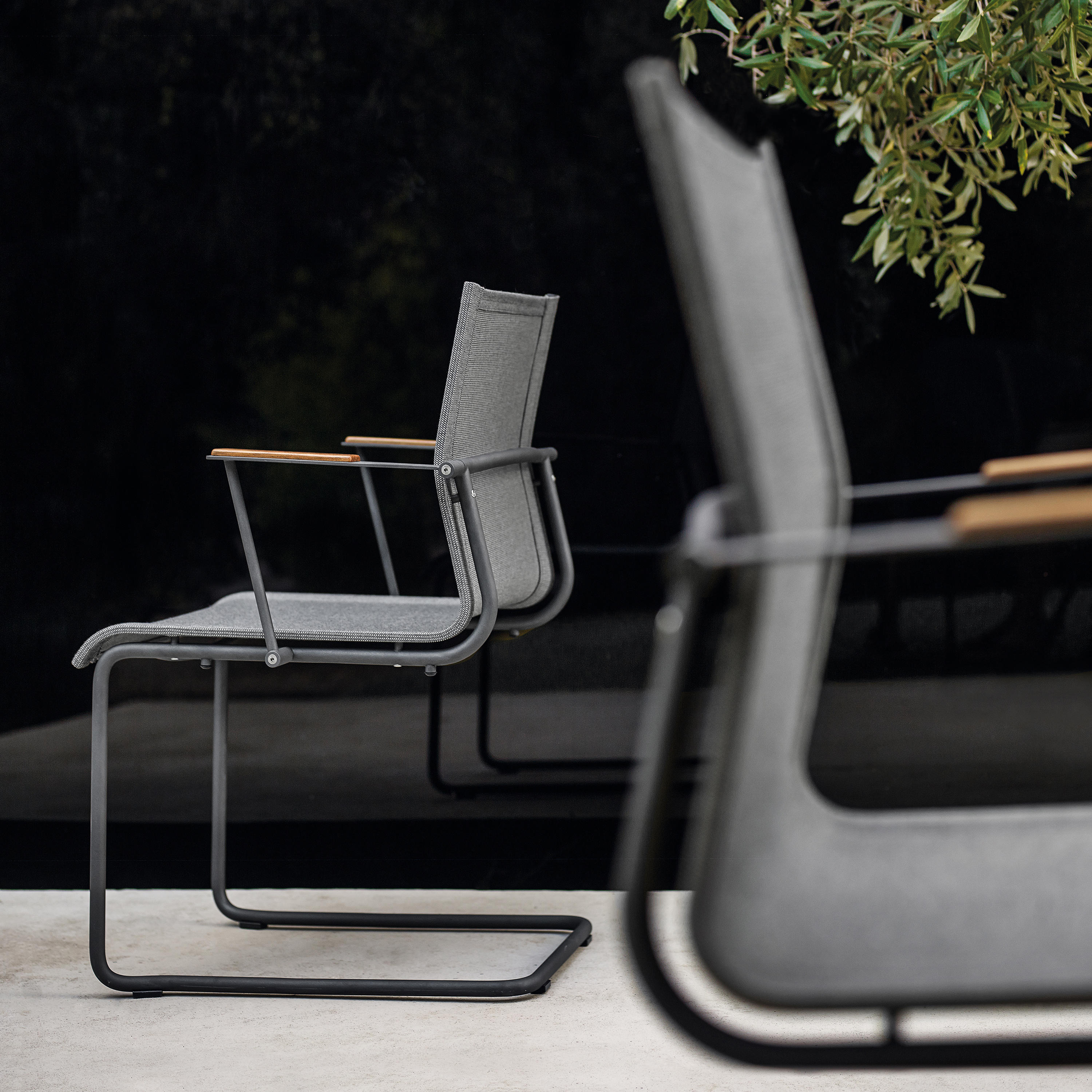 Sway Stacking Chair Chairs From Gloster Furniture Gmbh