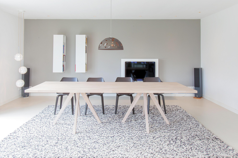 Oak v square round tavoli riunione dutchglobe architonic for Produttori tavoli