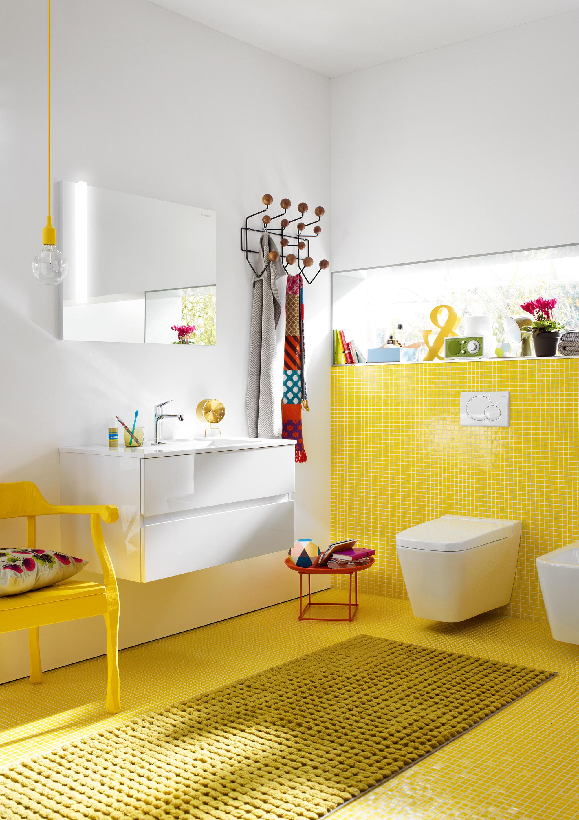 bel spiegelschrank mit vertikaler led beleuchtung und. Black Bedroom Furniture Sets. Home Design Ideas