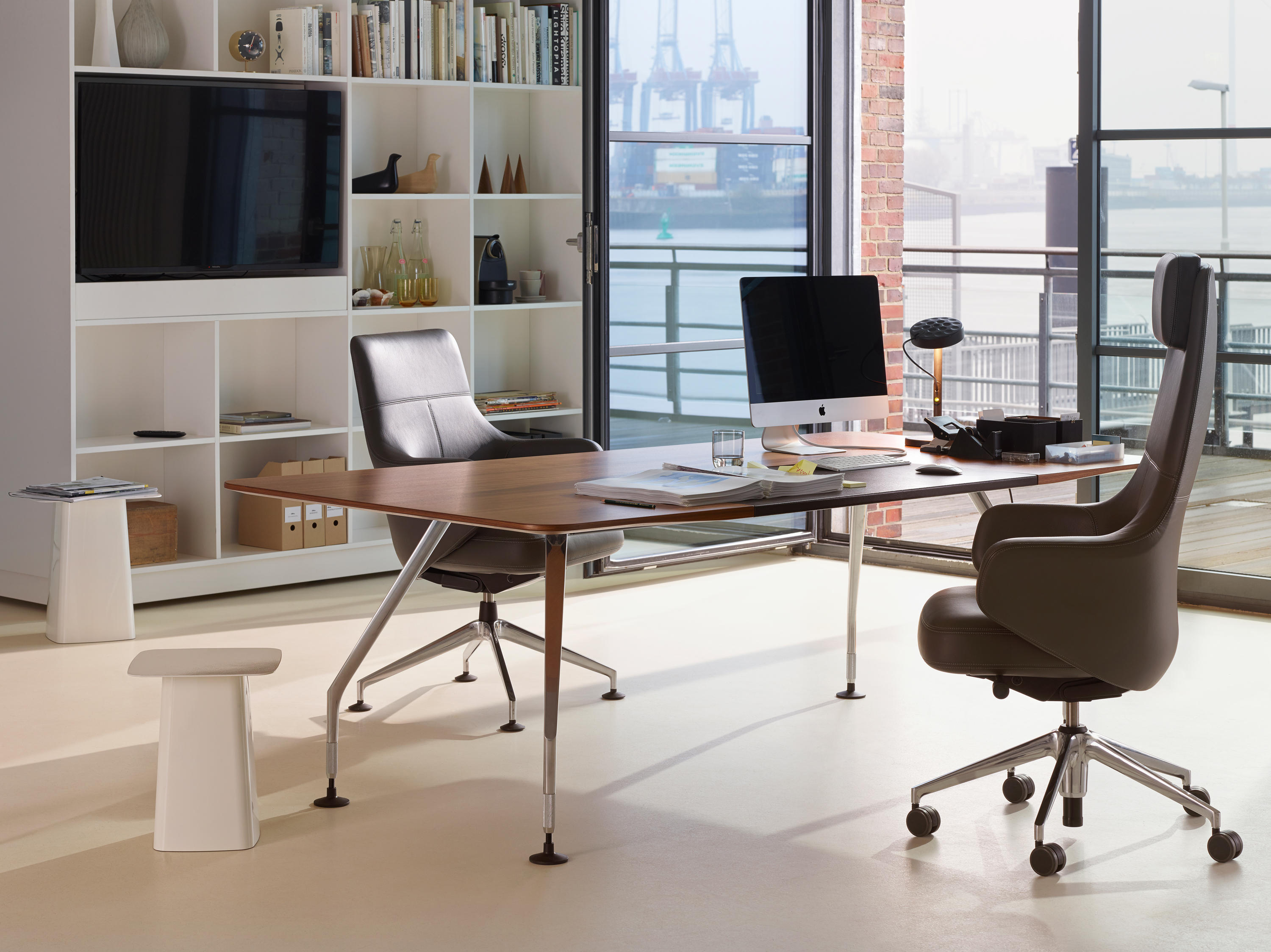 grand executive highback office chairs from vitra architonic. Black Bedroom Furniture Sets. Home Design Ideas