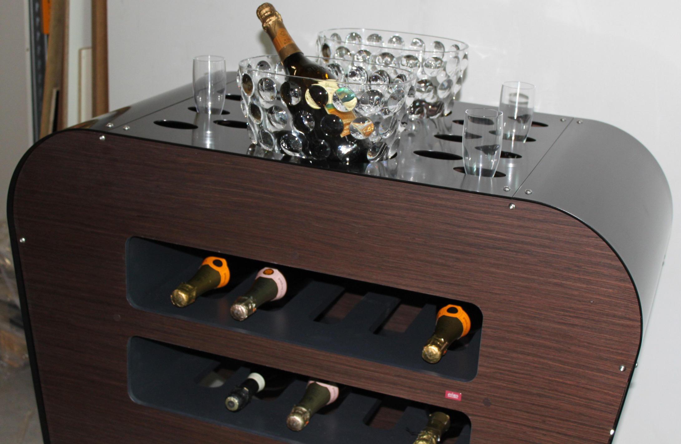 Carrelli porta bottiglie carrelli portavivande carrelli bar esigo architonic - Porta bottiglie ...