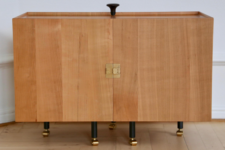 Glove cabinet credenze house of finn juhl - Mobili danimarca ...