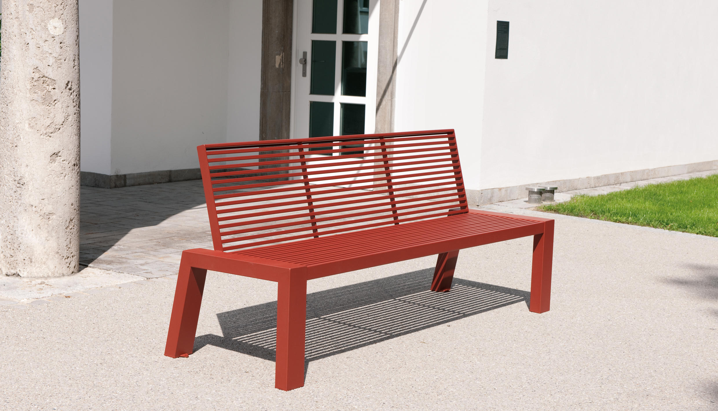 Sicorum m 100 bench with armrests panche da esterno for Arredo urbano in inglese