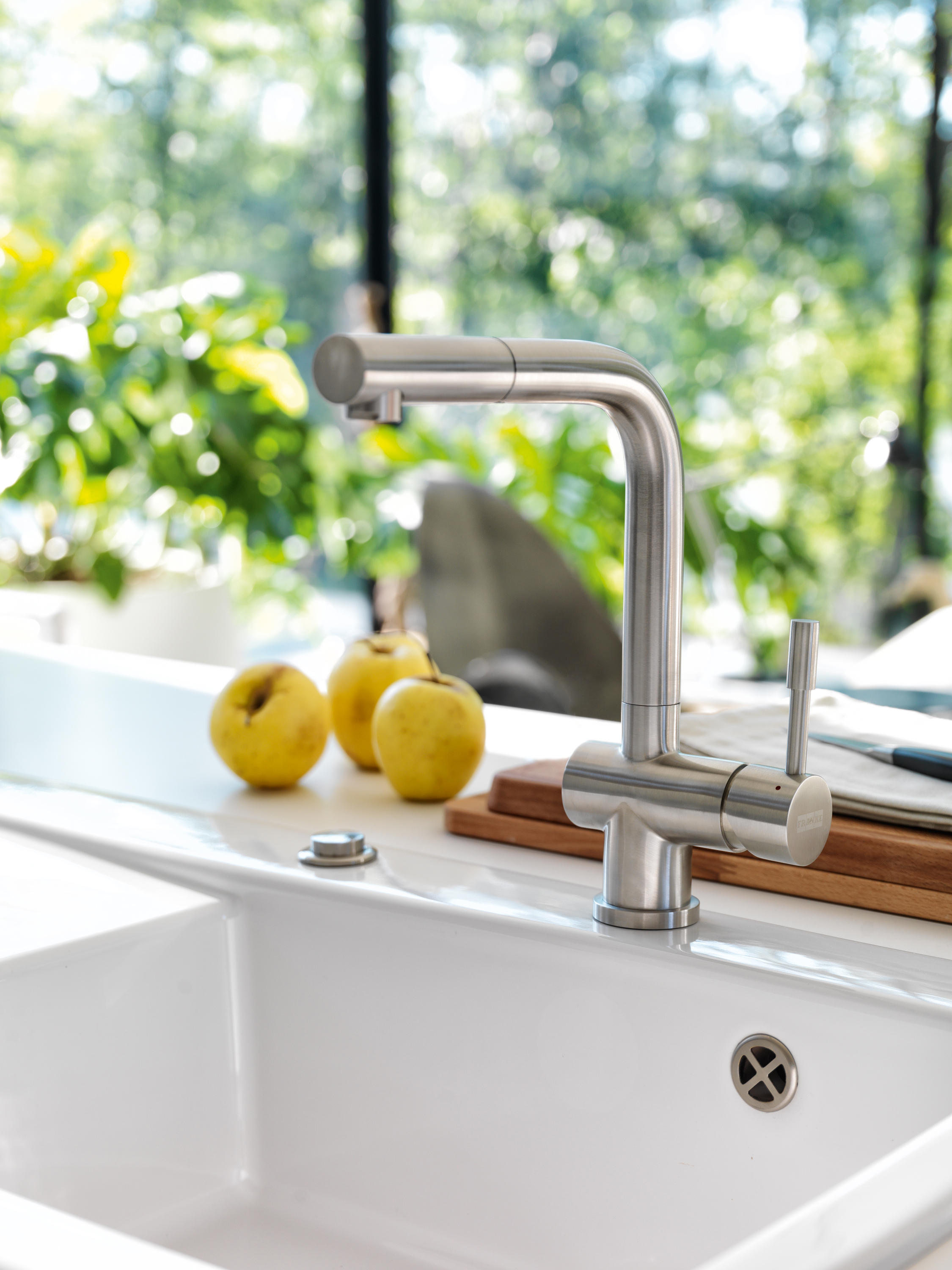 ATLAS PULL OUT NOZZLE STAINLESS STEEL - Kitchen taps from Franke ...