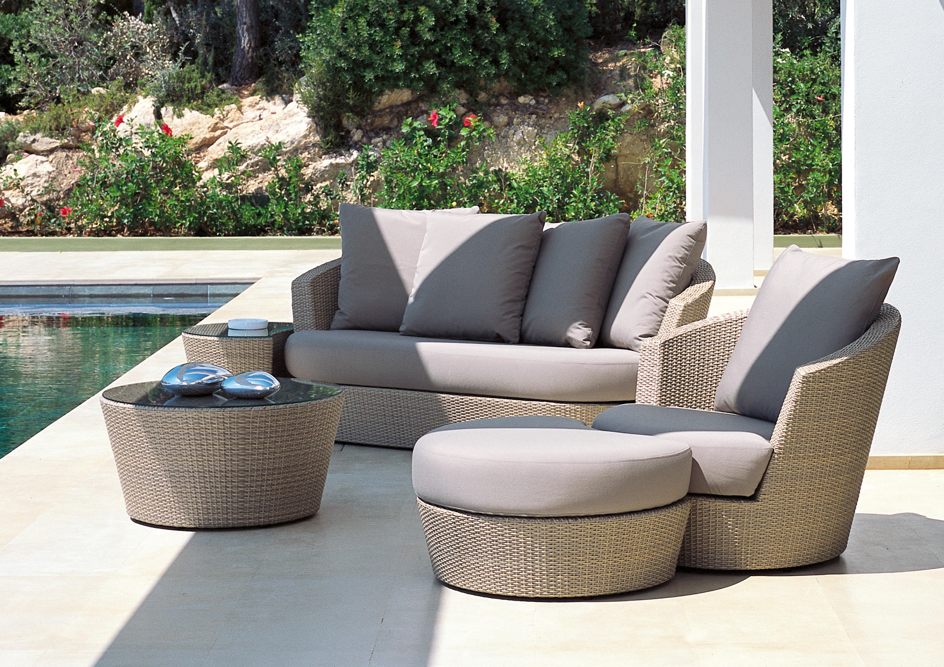 Attrayant Eden Roc Combination With Lounge Chair | Ottoman U0026 A Side Table By Rausch  Classics ...