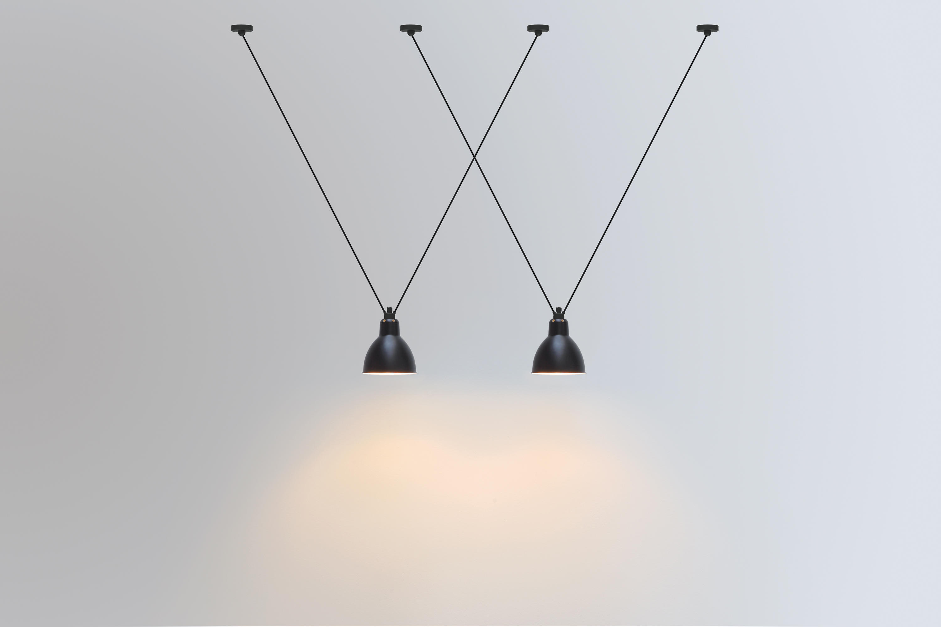 lampe gras les acrobates de gras n 322 black general. Black Bedroom Furniture Sets. Home Design Ideas