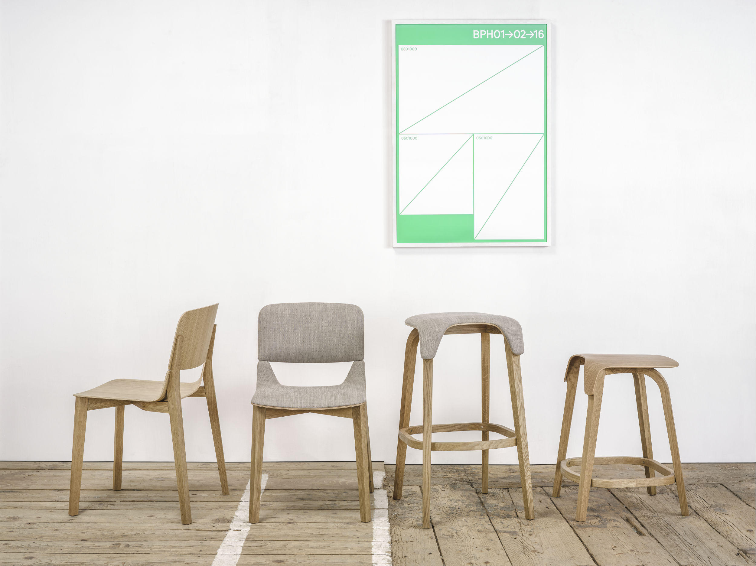 Leaf chair restaurant chairs from ton architonic for Danish design stuhl
