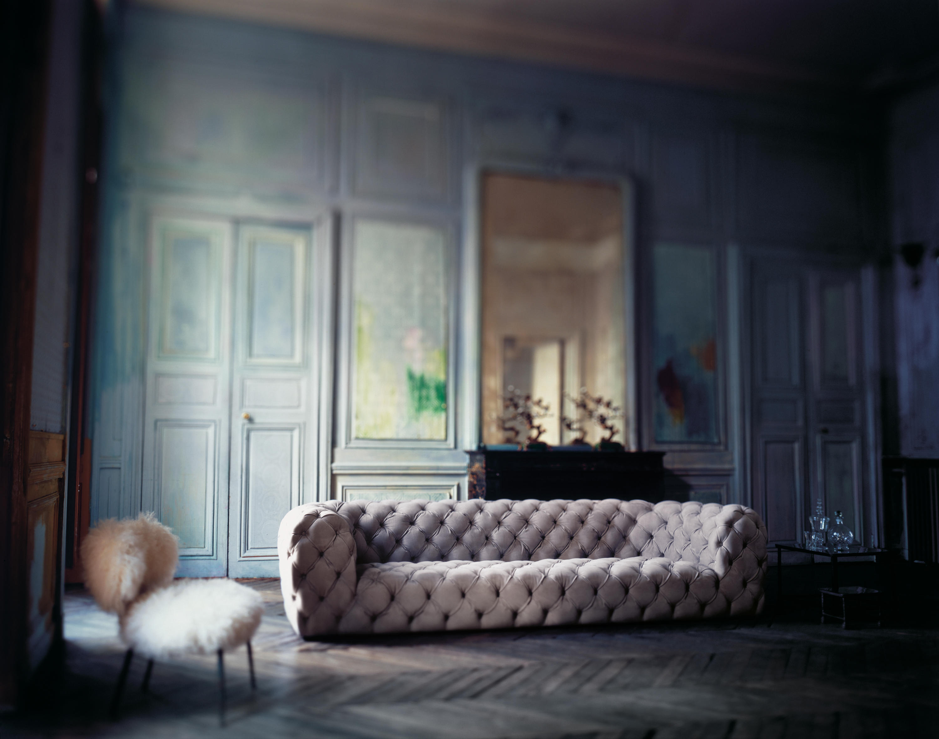 Chester moon sofa sofas from baxter architonic for Poltrone design outlet online