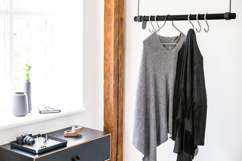 swing appendiabiti da soffitto linddna architonic. Black Bedroom Furniture Sets. Home Design Ideas