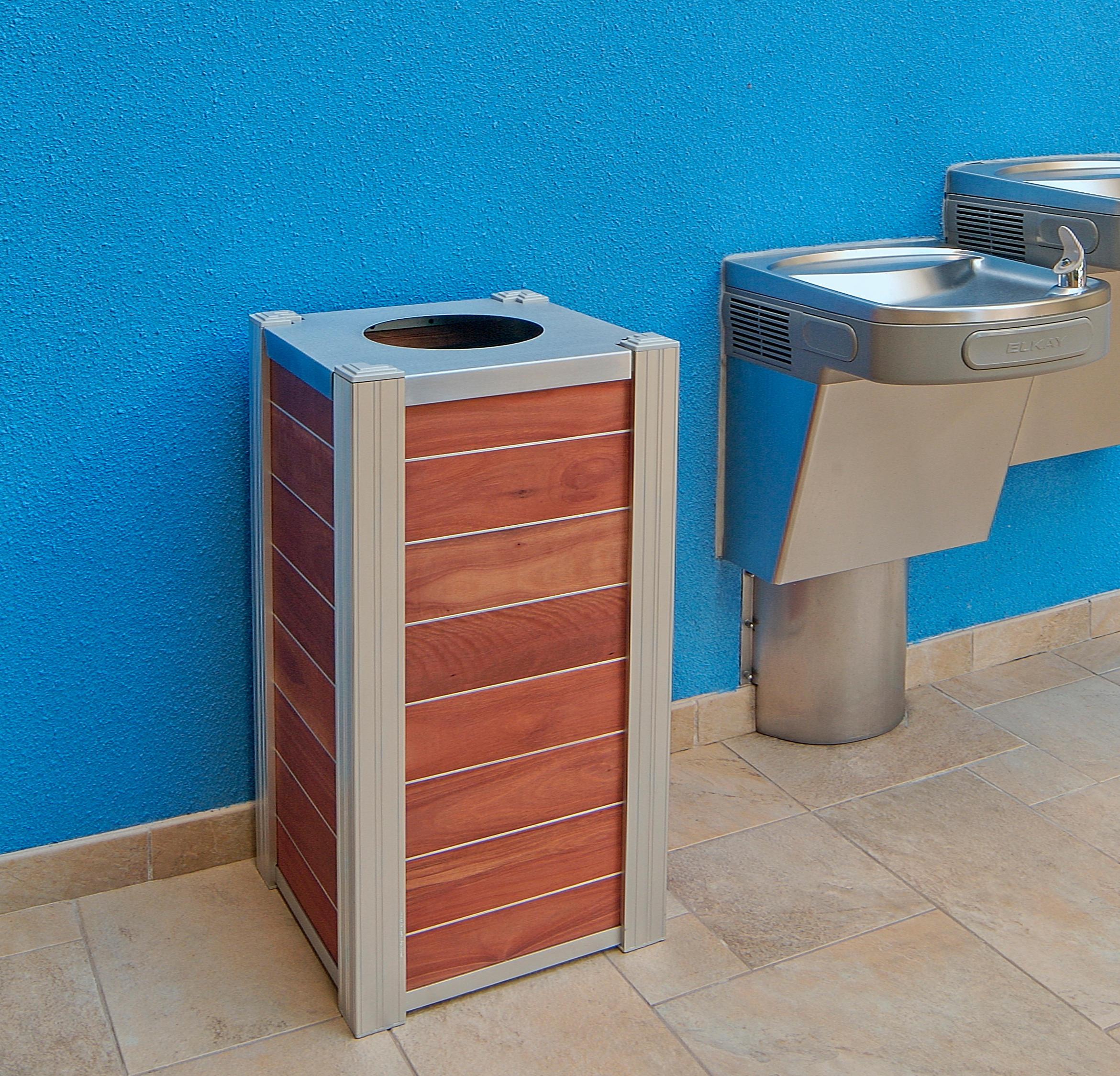 Audubon 21 gallon bins bidoni per immondizia deepstream for Arredo urbano in inglese