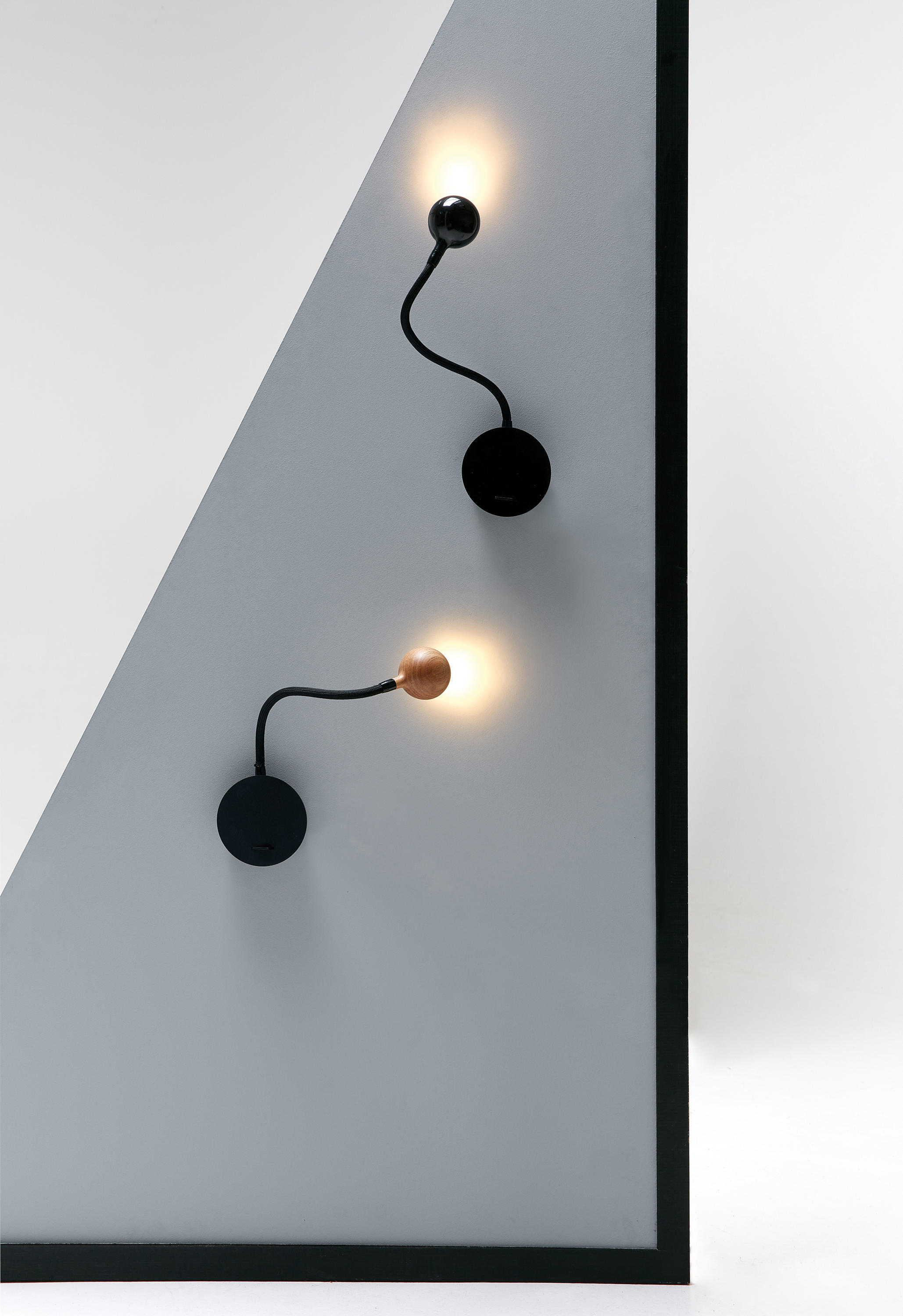 no 8 oak reading lights from marset architonic. Black Bedroom Furniture Sets. Home Design Ideas