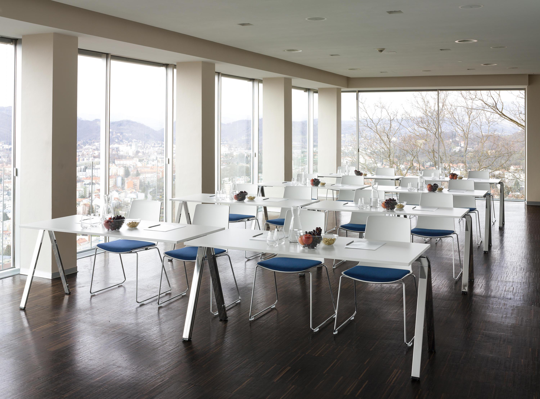 yuno stapeltisch mehrzwecktische von wiesner hager. Black Bedroom Furniture Sets. Home Design Ideas
