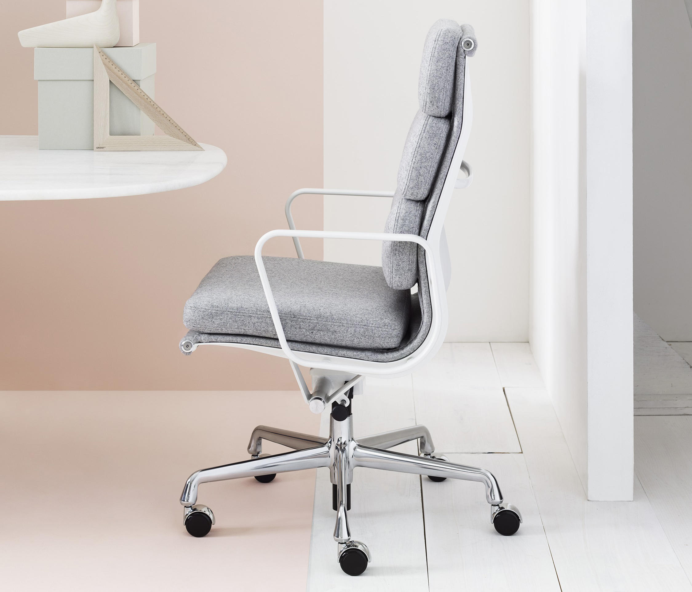 Eames aluminum group soft pad management chair for Herman miller eames aluminum group management chair
