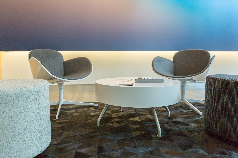 SPLENDOR Lounge chairs from Kimball fice