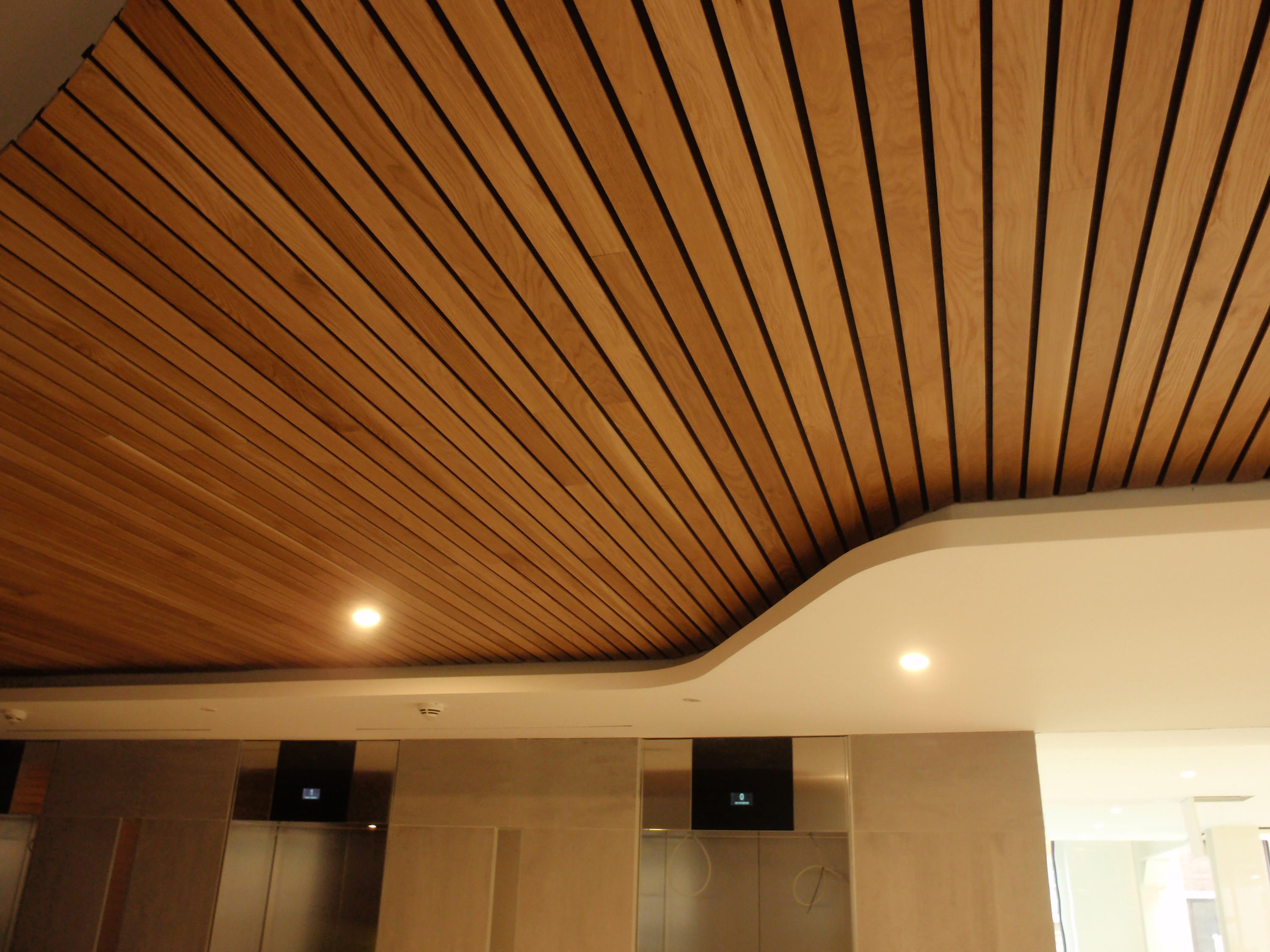 Ideawood idealux lr wood panels from ideatec architonic - Techo de madera interior ...