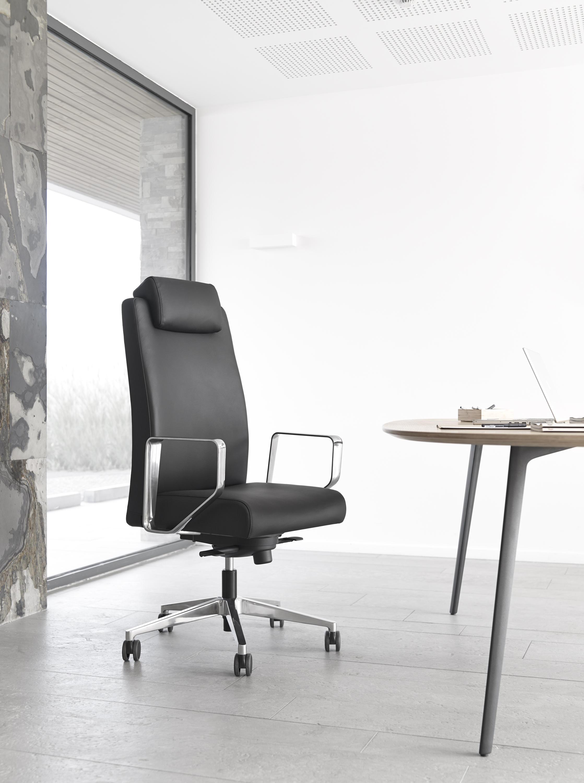 Bost management chairs from sokoa architonic for Sokoa hendaye