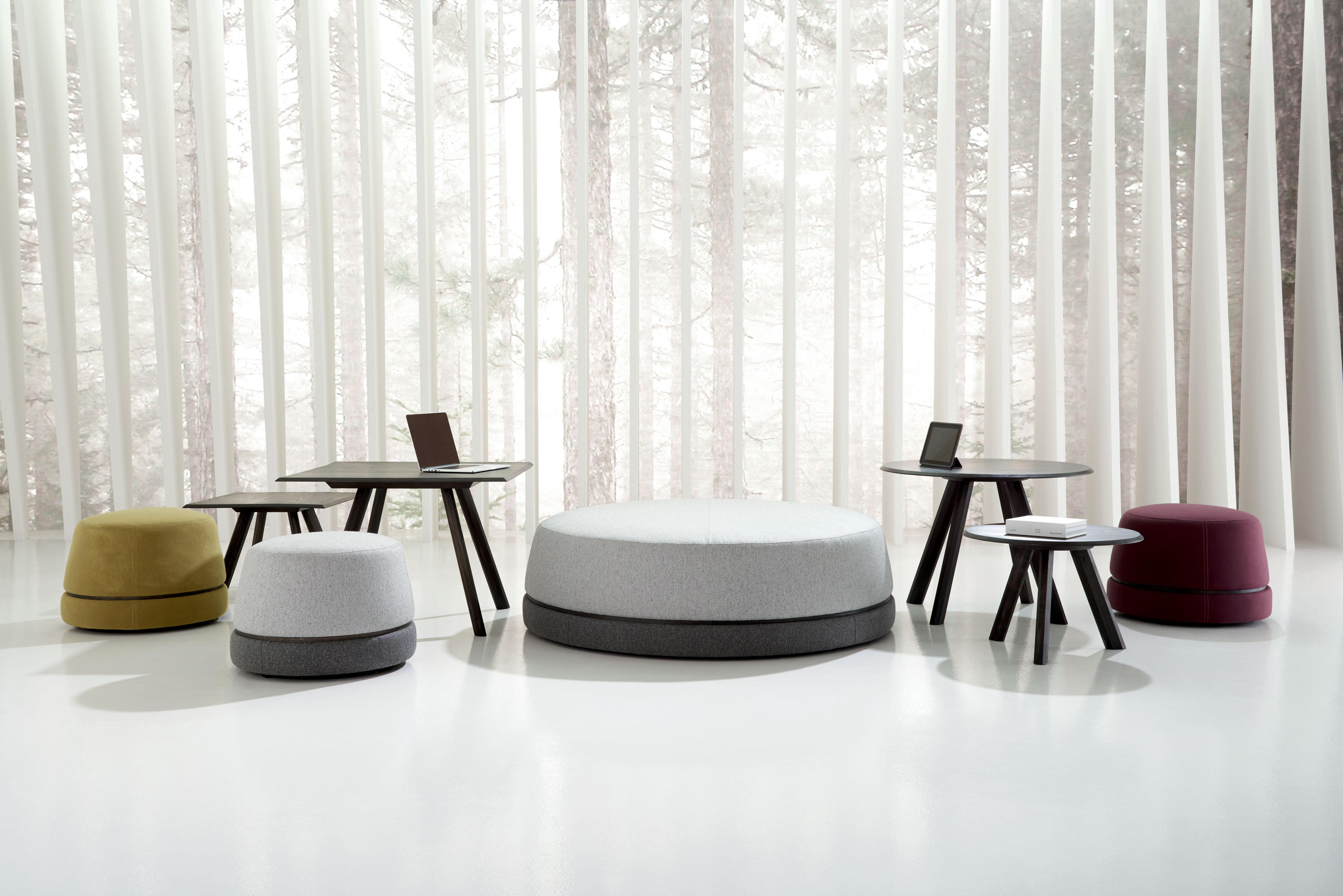 qui large ottoman with usb power