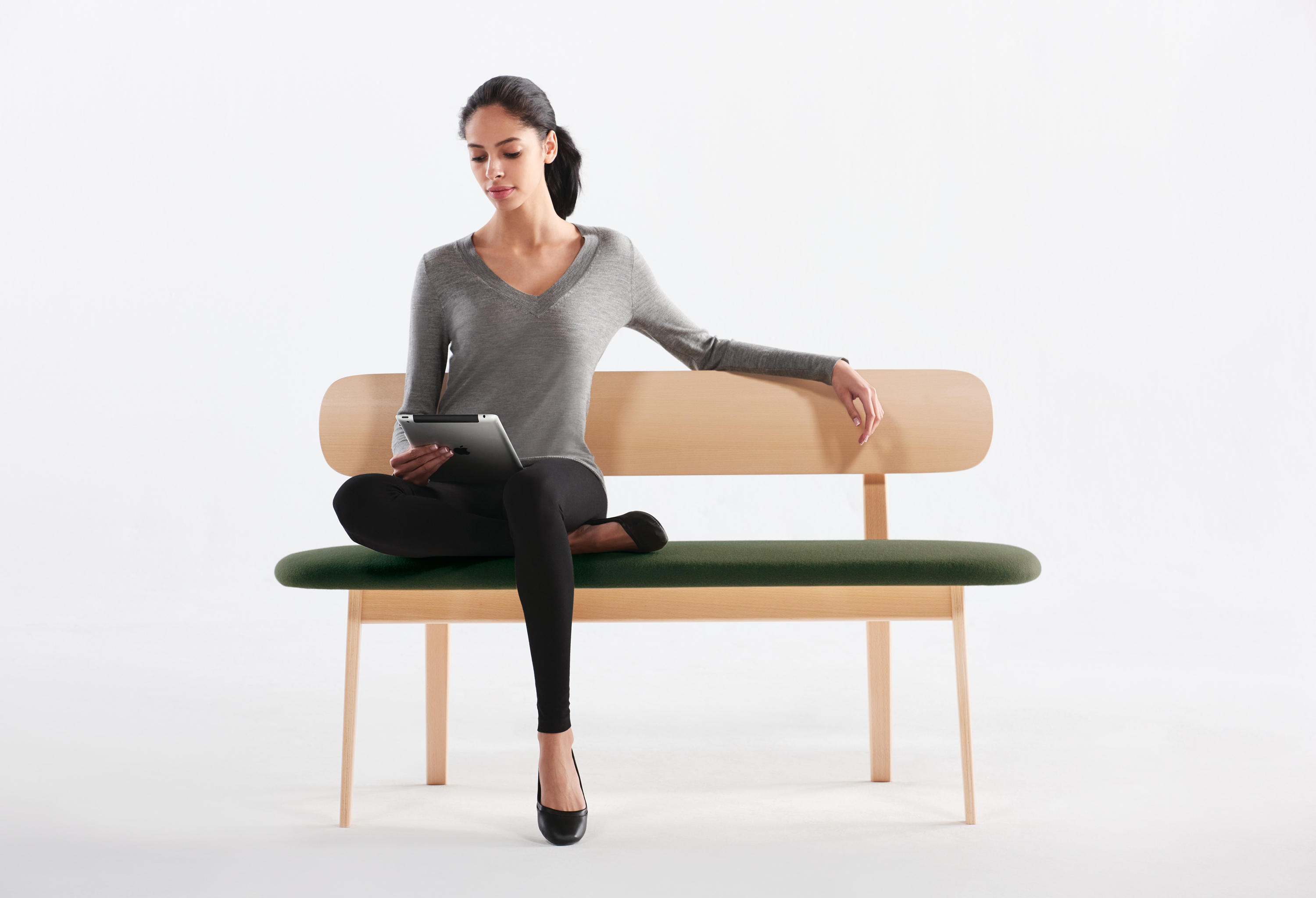 Zones bench waiting area benches from teknion architonic for Furniture 08054