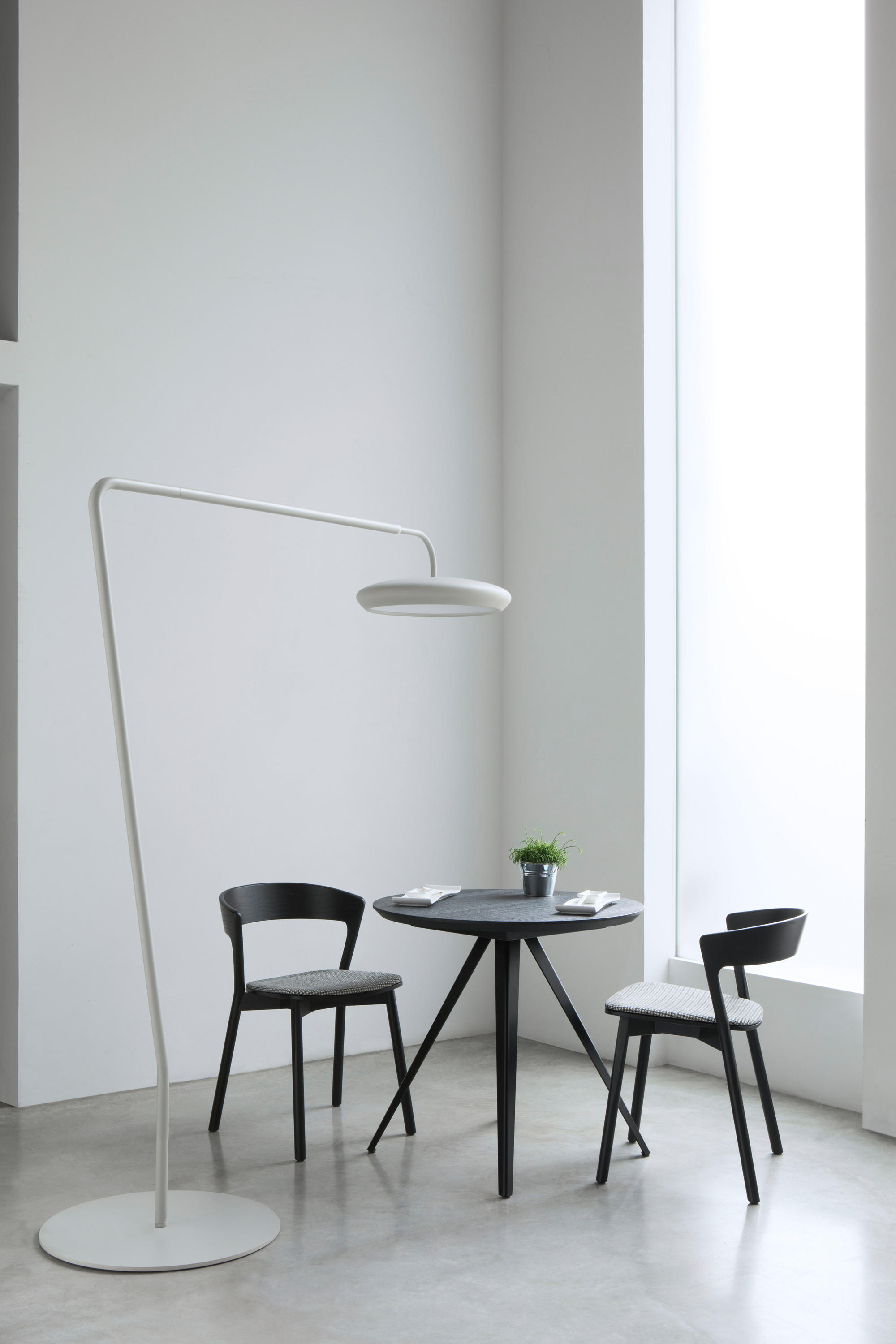 aki contract table 0098 3 cafeteria tables from traba architonic