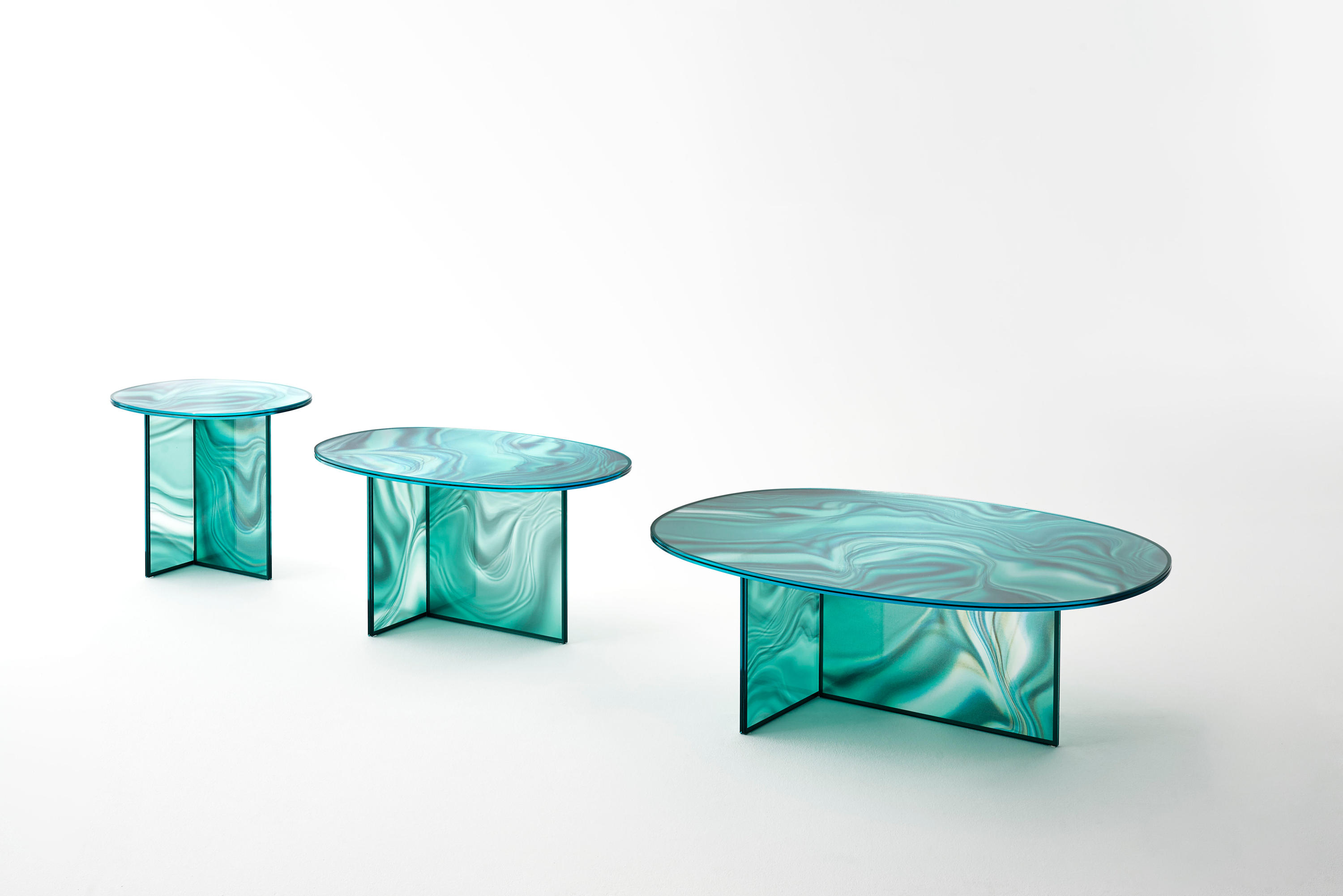 liquefy dining tables from glas italia architonic. Black Bedroom Furniture Sets. Home Design Ideas