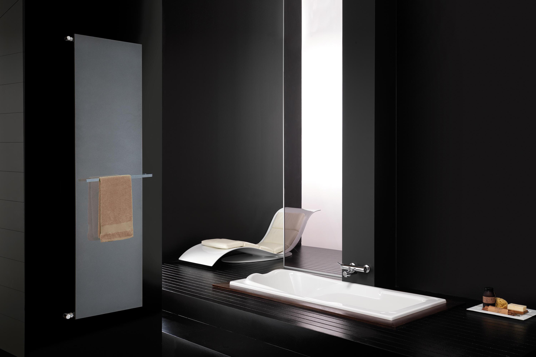 plate verticale radiateurs de deltacalor architonic. Black Bedroom Furniture Sets. Home Design Ideas