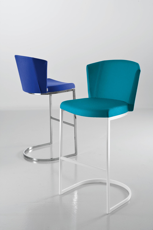 So chic s sillas de visita de chairs more architonic for Sillas para visitas