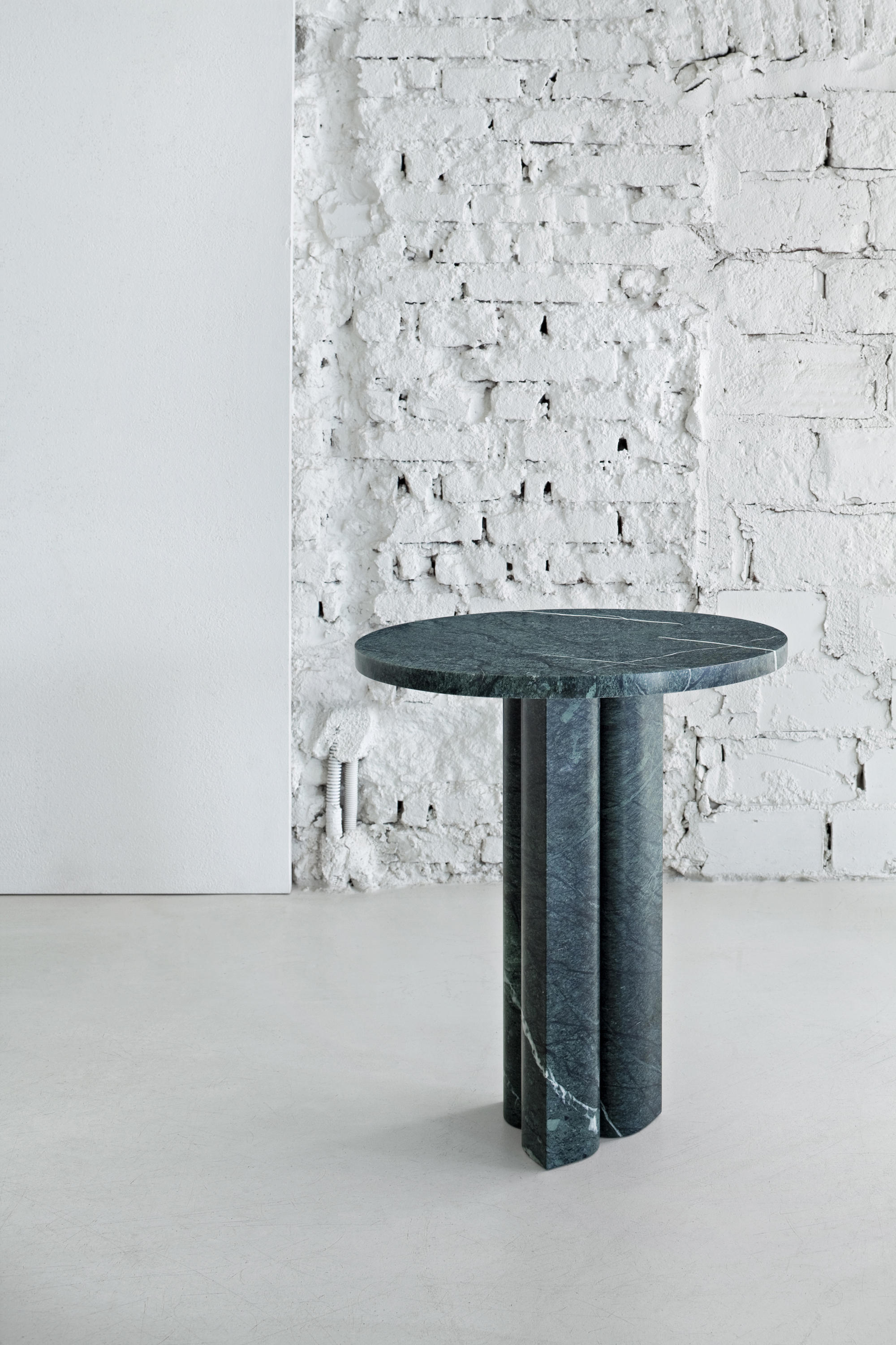 Love Me Love Me Not Coffee Table Round Architonic