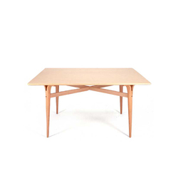 Tisch mit gespaltenen Tischbeinen | Coffee tables | Bruno Mathsson International