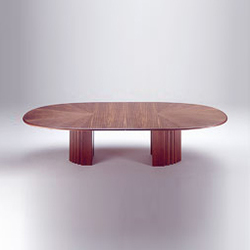 Oval-Tisch | Dining tables | Röthlisberger Kollektion