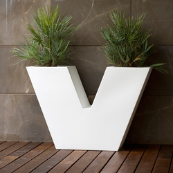 Aigua Uve | Flowerpots / Planters | Vondom