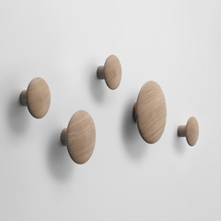 The Dots Coat Hooks | wood | Guardaroba a muro | Muuto