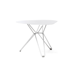 Tio Triangular Low Table  Metal | Garten-Beistelltische | Massproductions