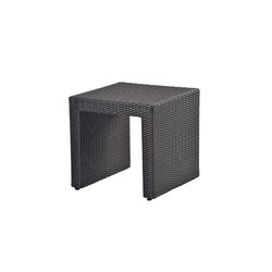 Altea coffee table in woven plastic | Side tables | Varaschin