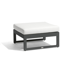 Fuse medium footstool/sidetable | Gartenhocker | Manutti