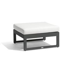 Fuse medium footstool/sidetable | Sgabelli da giardino | Manutti